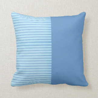 Baby-blaue Streifen Kissen