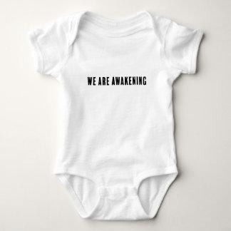 Baby, das Aussage Onsie weckt Baby Strampler