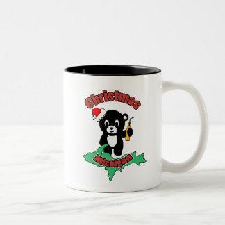Baby der Bär im Weihnachten, Michigan Zweifarbige Tasse