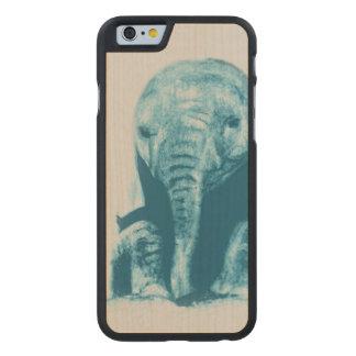 Baby-Elefant Carved® iPhone 6 Hülle Ahorn