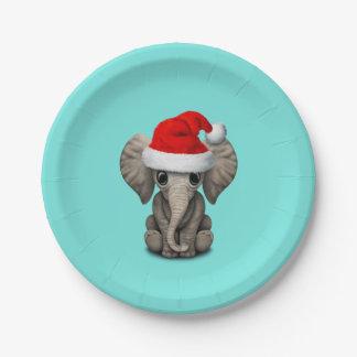 Baby-Elefant, der eine Weihnachtsmannmütze trägt Pappteller