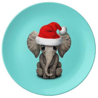 Baby-Elefant, der eine Weihnachtsmannmütze trägt Porzellanteller