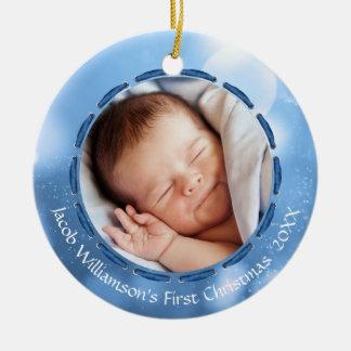 Baby-erstes Weihnachten, blauer/weißer Bokeh, Pics Keramik Ornament