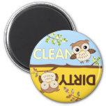 Baby-Eulen säubern schmutzigen Spülmaschinen-Magne Magnete