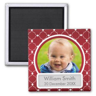 Baby-Foto mit Name u. Datum Quatrefoil Rot Quadratischer Magnet