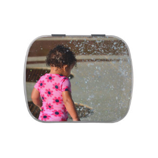 Baby in Rosa eins sie im Brunnen Süßigkeitenbox