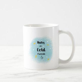 Baby ist es kalte Außenseite Kaffeetasse