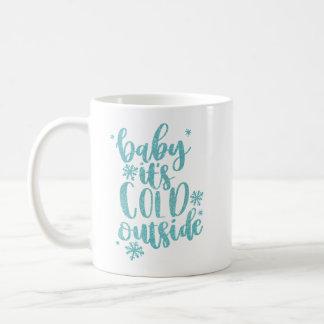 Baby ist es kalte äußere Tasse