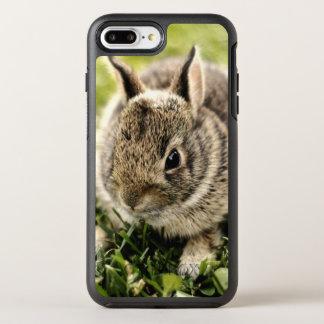 Baby-Kaninchen auf Gras OtterBox Symmetry iPhone 8 Plus/7 Plus Hülle