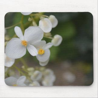 Baby mit Blumen Mousepad