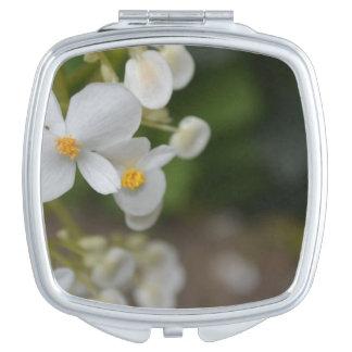 Baby mit Blumen Taschenspiegel