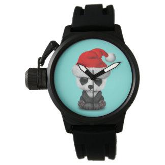 Baby-Panda-Bär, der eine Weihnachtsmannmütze trägt Armbanduhr