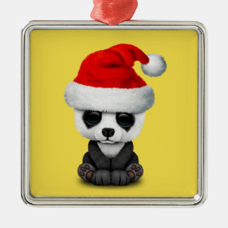 Baby-Panda-Bär, der eine Weihnachtsmannmütze trägt Silbernes Ornament