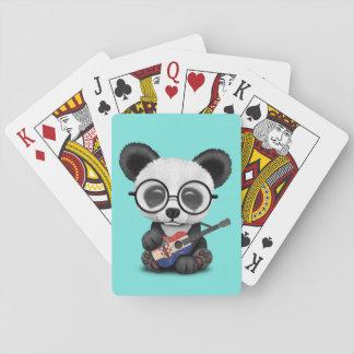 Baby-Panda, der kroatische Flaggen-Gitarre spielt Spielkarten