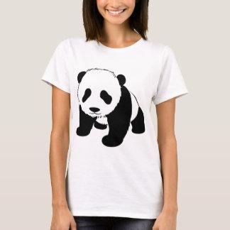 Baby-Pandajunges, das in Richtung zu Ihnen kriecht T-Shirt