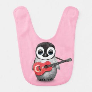 Baby-Pinguin, der türkisches Flaggen-Gitarren-Rosa Babylätzchen