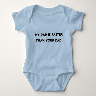 """Baby-Rennen-Shirt """"mein Vati ist schneller als Ihr Baby Strampler"""