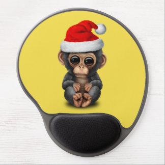 Baby-Schimpanse, der eine Weihnachtsmannmütze Gel Mousepad