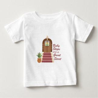 Baby-Schritte Baby T-shirt