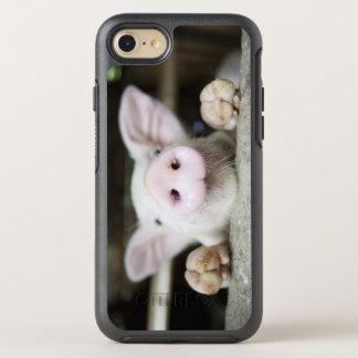 Baby-Schwein im Stift, Ferkel OtterBox Symmetry iPhone 8/7 Hülle