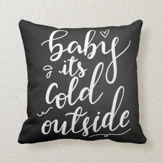 Baby sein kalte Außenseiten-handgeschriebenes Kissen
