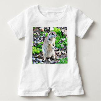 Baby-Spielanzug mit Grundeichhörnchen Baby Strampler