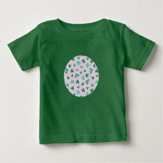 Baby-T - Shirt mit Klee-Blätter auf Rosa