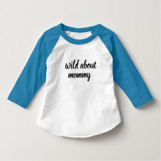 Baby wild über den Shirtentwurf des Mamakindes T-Shirt
