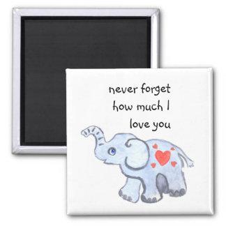 Babyelefant mit Liebeherzen Quadratischer Magnet
