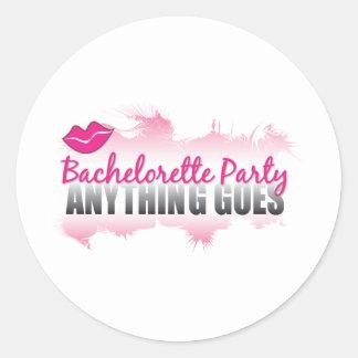 Bachelorette Partei alle geht! Runder Aufkleber