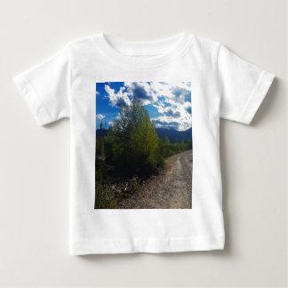 Backroad zu Bowman See Glacier Nationalpark Baby T-shirt