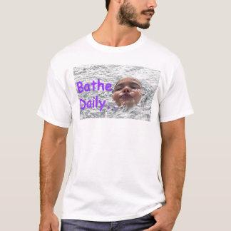 Baden Sie täglich T-Shirt