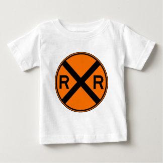 Bahnübergang warnender Straßenschild-Zug- Baby T-shirt