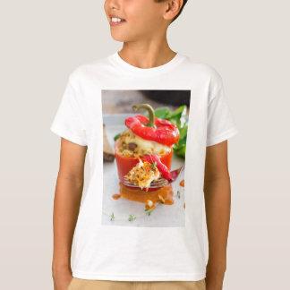 Baked füllte Paprikaschoten mit Fleischsoße und T-Shirt