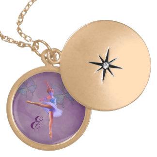 Ballerina in Arabeske-Position, Monogramm Medaillon
