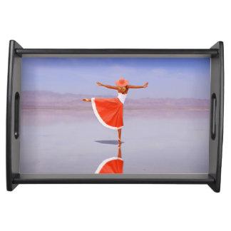Ballerina-Tanzen auf dem Strand Serviertablett