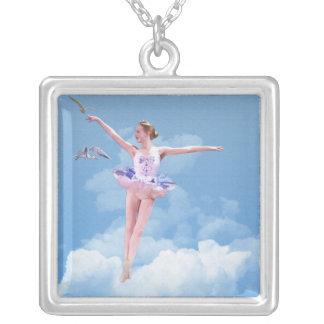 Ballerina-Tanzen in der Wolken-quadratischen Versilberte Kette