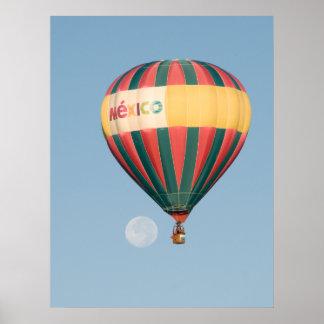 Ballon über dem Mond Poster