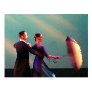 Ballsaal-Tänzer mit Regenschirm Postkarte