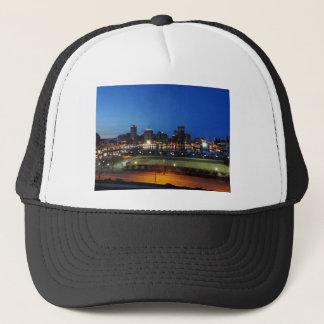 Baltimore-Skyline an der Dämmerung Truckerkappe