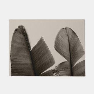 Bananen-Baum-Blätter im Sepia Türmatte