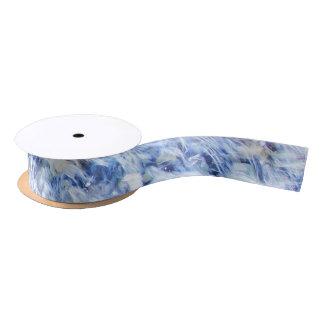 Band, das blaues Wasser wellenartig bewegt Satinband