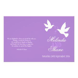 Band-Hochzeitsprogramm mit zwei weißen Tauben lila Custom Flyer