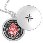 Baphomet mit satanischen Kreuzen u. Pentagrams