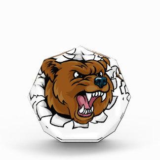 Bär, der den Golfball bricht Hintergrund hält Acryl Auszeichnung