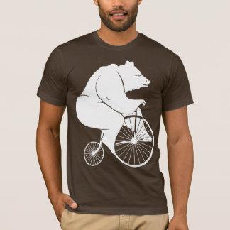 Bär, der ein Penny-Farthing reitet T-Shirt