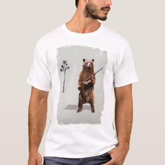 Bär mit einer Schrotflinte T-Shirt
