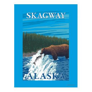 Bärn-Fischen im Fluss- Skagway, Alaska Postkarte