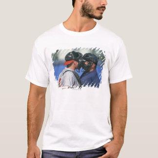 Baseball-Fänger-und Schiedsrichter-Argumentierung T-Shirt