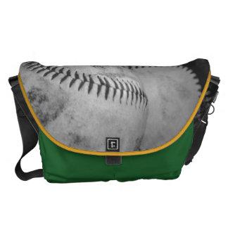 Baseball in Schwarzweiss Kuriertasche